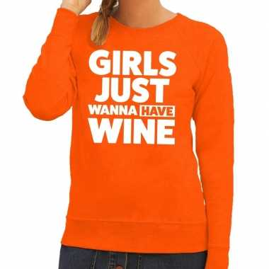 Girls just wanna have wine tekst sweater oranje dames