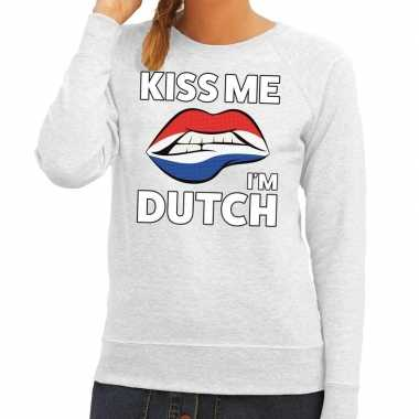 Kiss me i am dutch sweater grijs dames