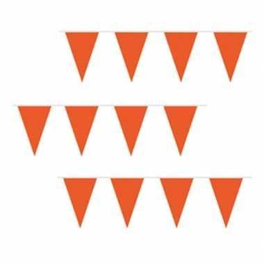 Oranje vlaggenlijnen plastic