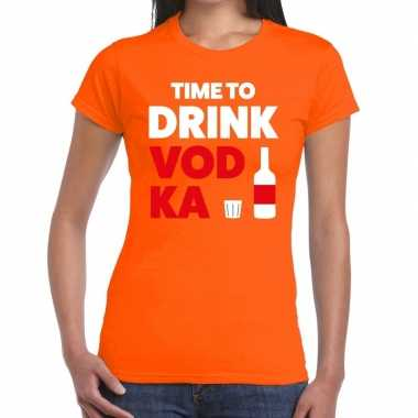 Time to drink vodka tekst t shirt oranje dames