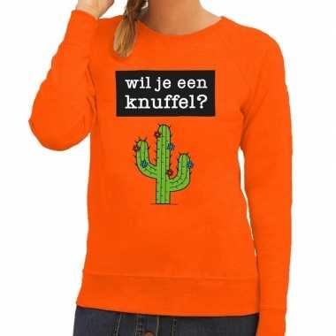 Wil je een knuffel tekst sweater oranje dames